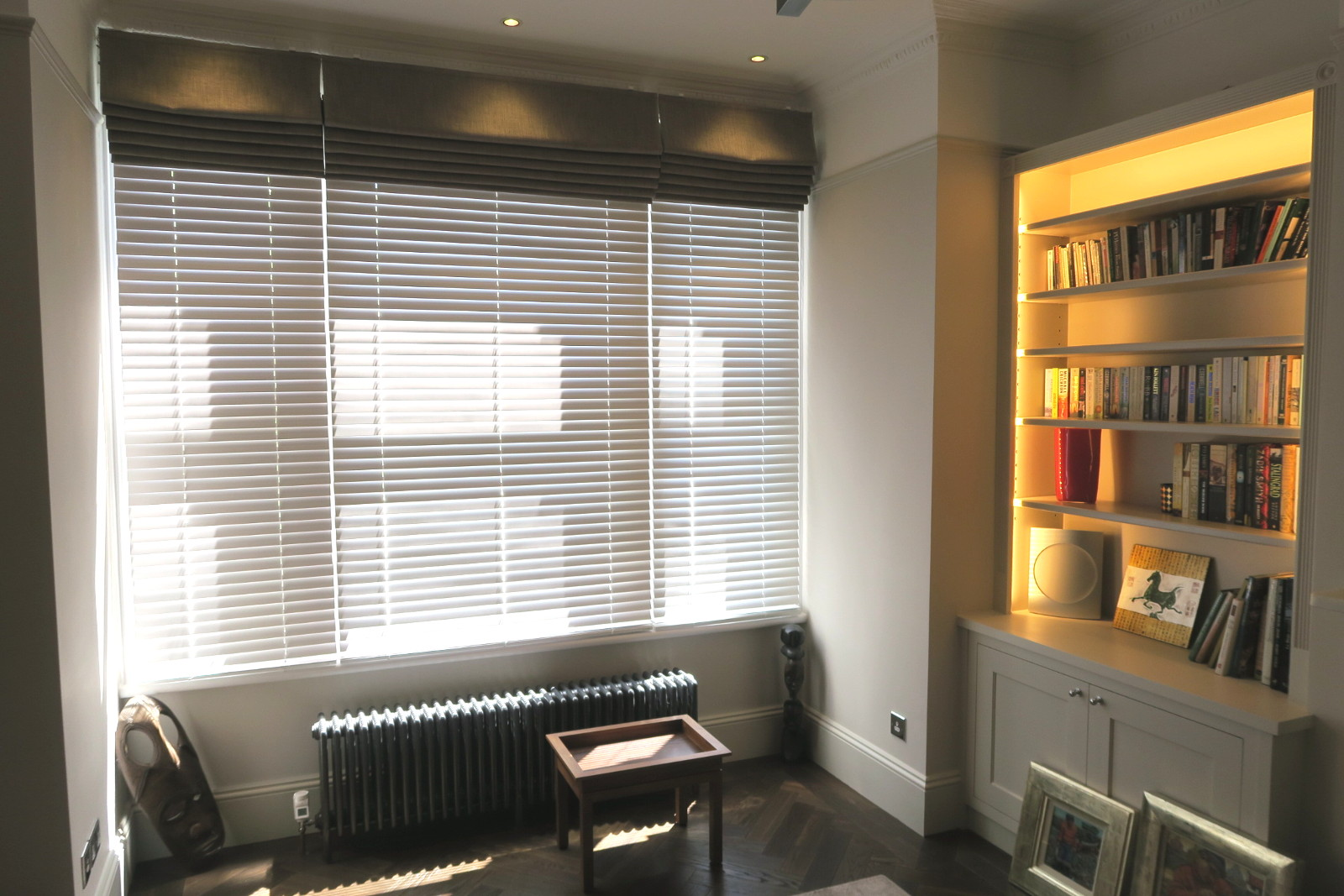 lounge with 50mm wood and roman blinds